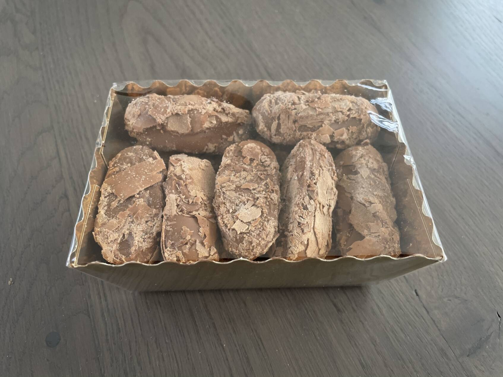 Praline truffels in een goudbakje