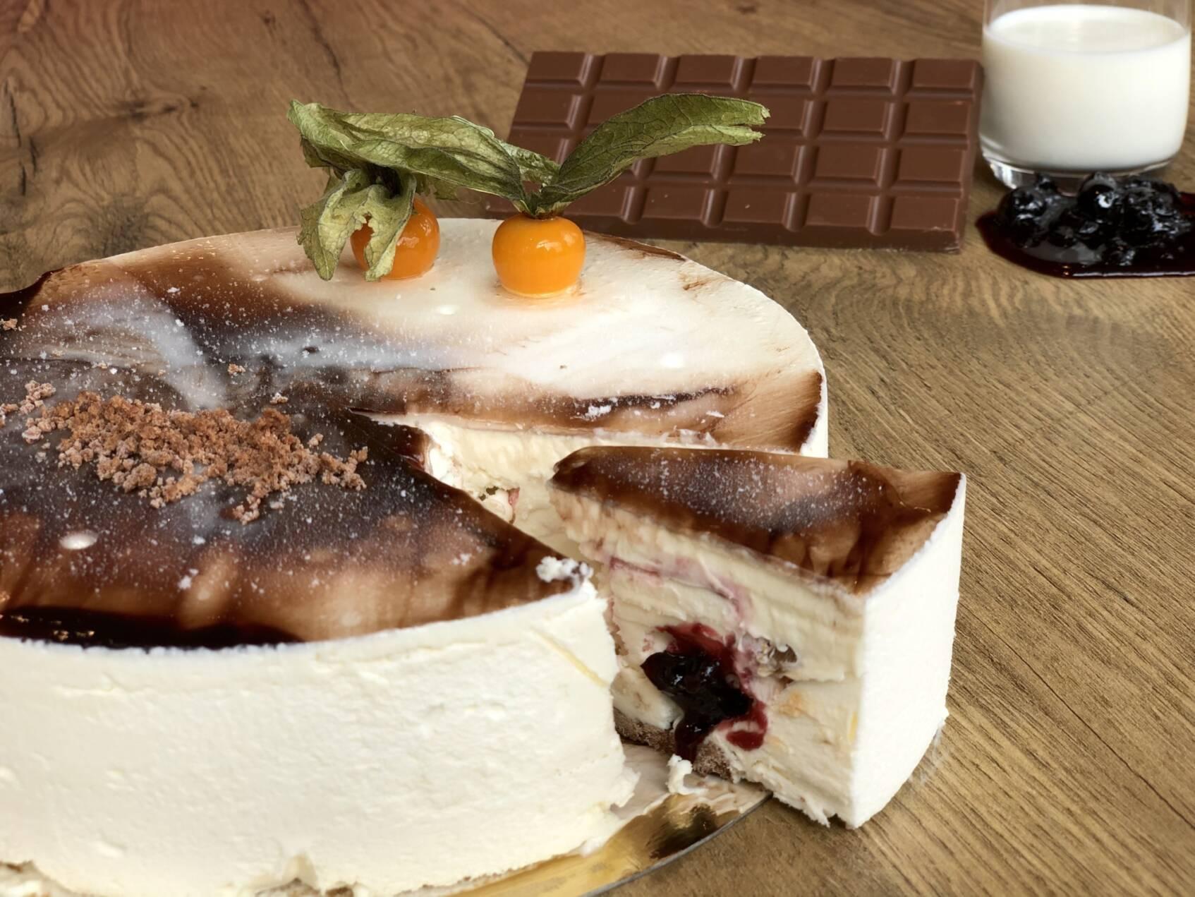 IJstaart Yoghurt kersen & stracciatella ijs